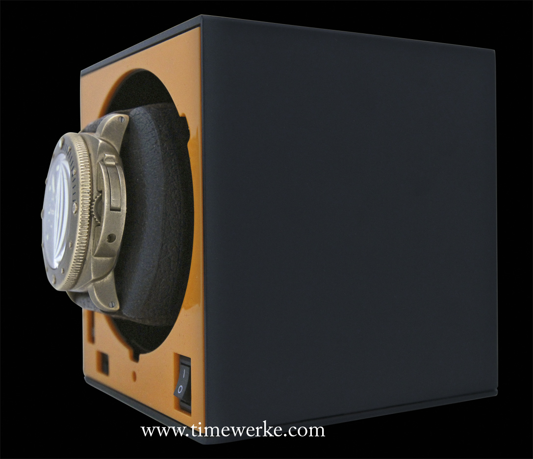 Side view of the Panerai Bronzo which is around 15mm thick sitting on its cushion secured to the Boxy Watch Winder without the protective plastic dome. Photo: © TANG Portfolio