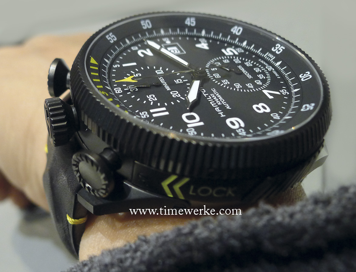 """To secure the movement module, fit the Khaki Takeoff Auto Chrono into the wristwatch housing and twist it in the direction of the two yellow arrows to have it """"locked"""" in. Photo: © TANG Portfolio"""