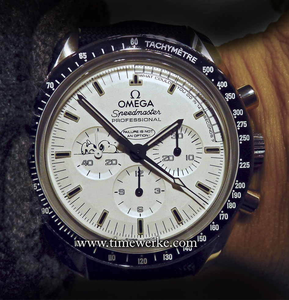 The 42mm Omega Speedmaster Apollo 13 Silver Snoopy Award houses the Calibre 1861 manual-winding movement. The bezel is in black ceramic and the watch is water-resistant to 50m (5 bar). Unlike the 2003 Omega Speedmaster Snoopy Award which was limited to 5,441 pieces, the 2015 Speedmaster Apollo 13 Silver Snoopy Award is limited to 1,970 pieces. Priced at around SGD9,500 / US$7,000 / EUR6,500 / MYR28,000. Prices are estimates and are correct as at the time of writing. Photo: © TANG Portfolio. Elfa / Timmy. BaselWorld 2015