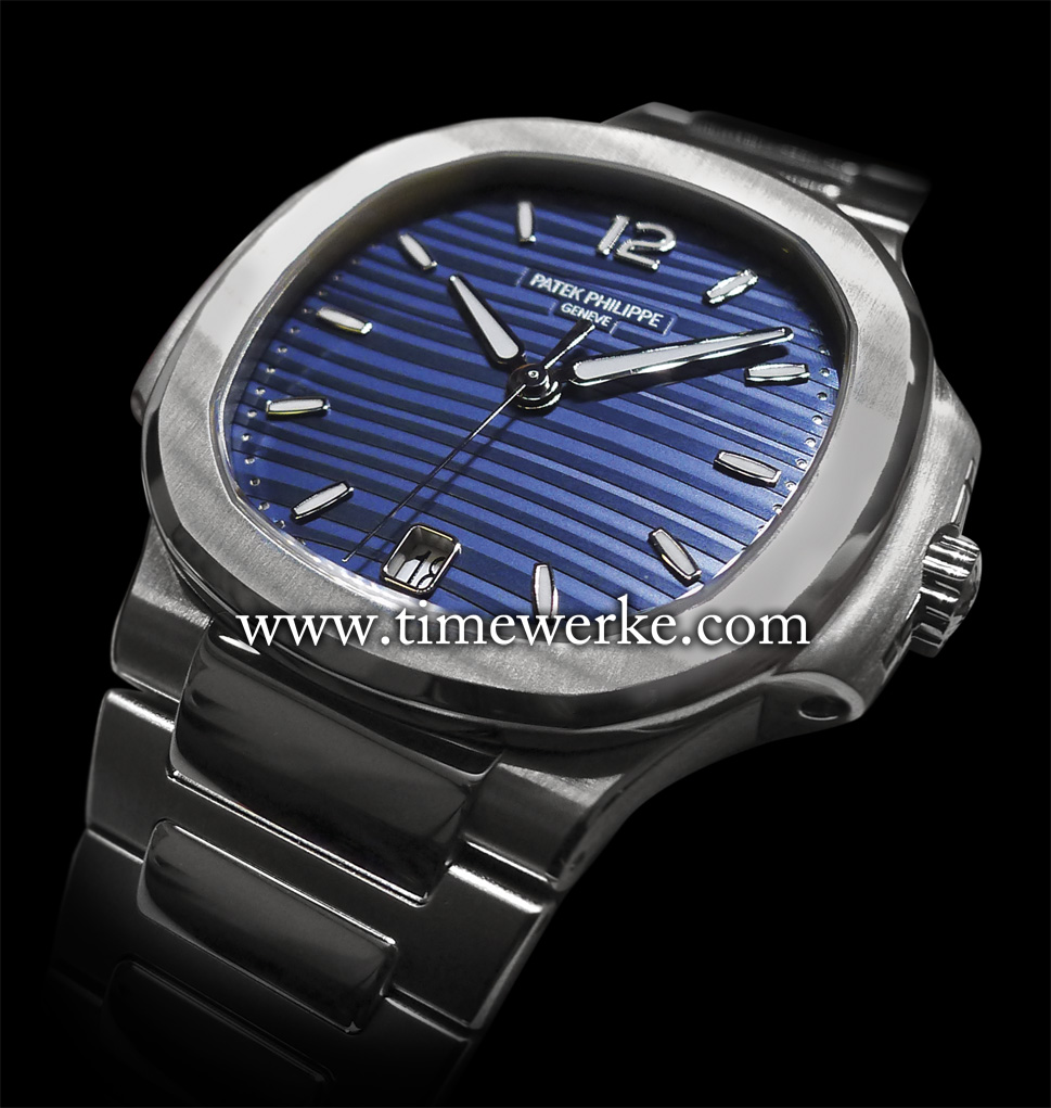 The Patek Philippe Ref. 7118/1 Ladies Automatic Nautilus features a blue opaline dial. In this 2015 model, the hour and minute hands have been re-designed. Photo: © TANG Portfolio. Elfa / Timmy. 2015 BaselWorld