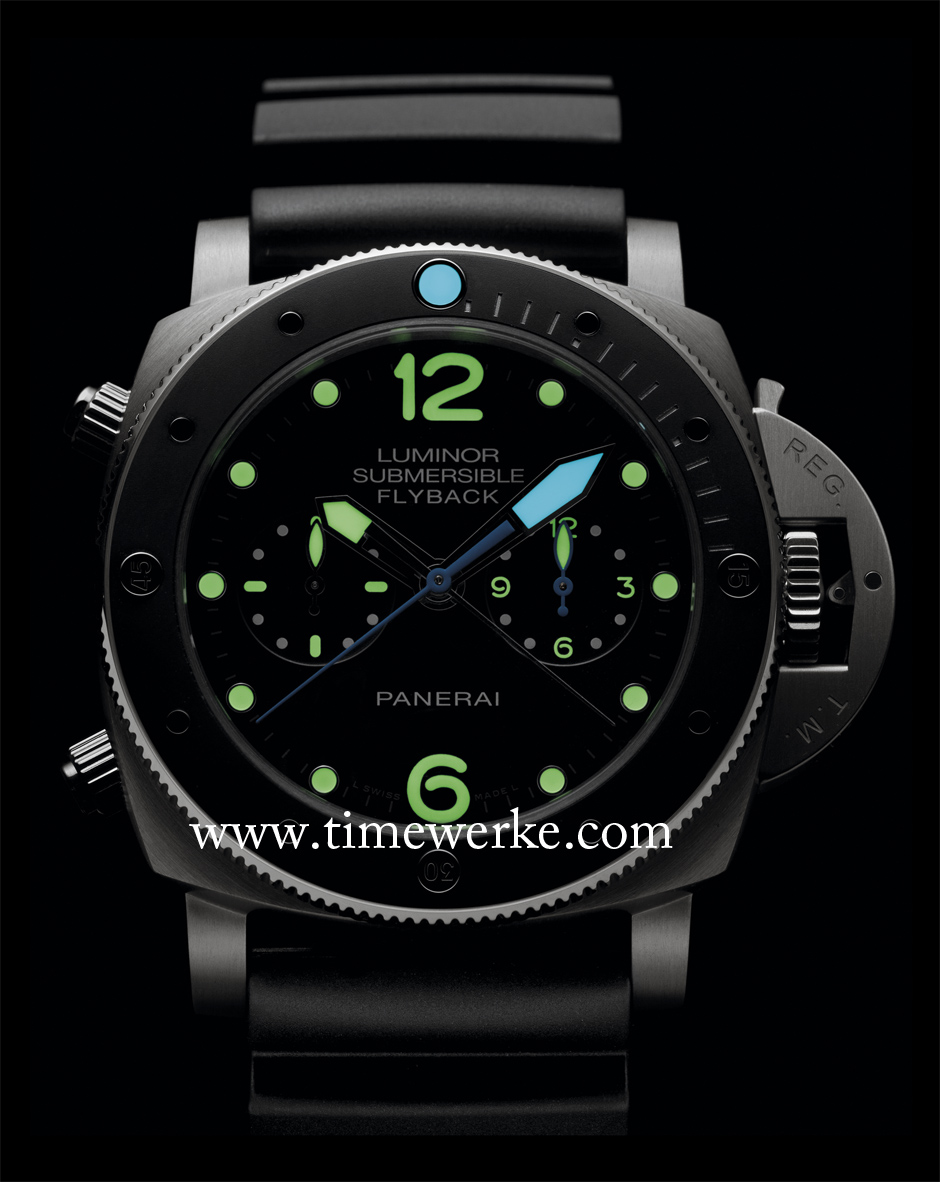 "Panerai Luminor Submersible 1950 3 Days Chrono Flyback Automatic Titanio 47mm – PAM 615 displaying its luminescence. Introduced in 2015, it houses the in-house P.9100 column wheel chronograph with vertical clutch and features the flyback chronograph function. The bezel is in ceramic. The PAM 615 is a ""descendant"" of the Radiomir ""8 Giorni Brevettato"" or Egiziano. Photo: © Officine Panerai"