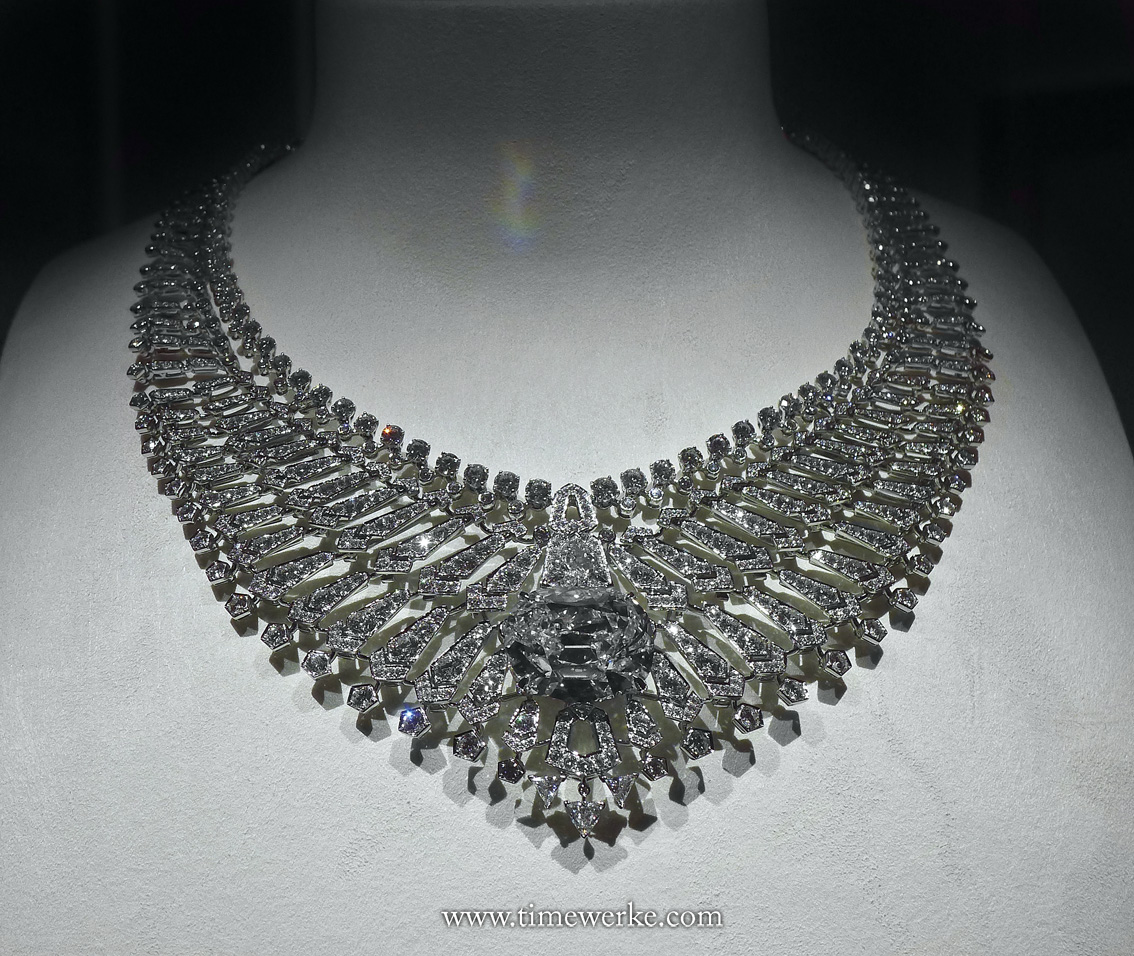 This must-see necklace is one of the highlights – the Etourdissant necklace. You will first be mesmerized by the sparkling diamonds. Your eyes will then be drawn to the centrepiece – the brilliant-cut D-colour internally flawless diamond of 34.96 carats (which may be a bit difficult to make out in the above image because of all the bling). There are two options for wearing this amazing necklace – with its full bling package, or by detaching the first two rows, thereby showcasing the diamond stone of 34.96 carats without any distractions. Photo: © TANG Portfolio