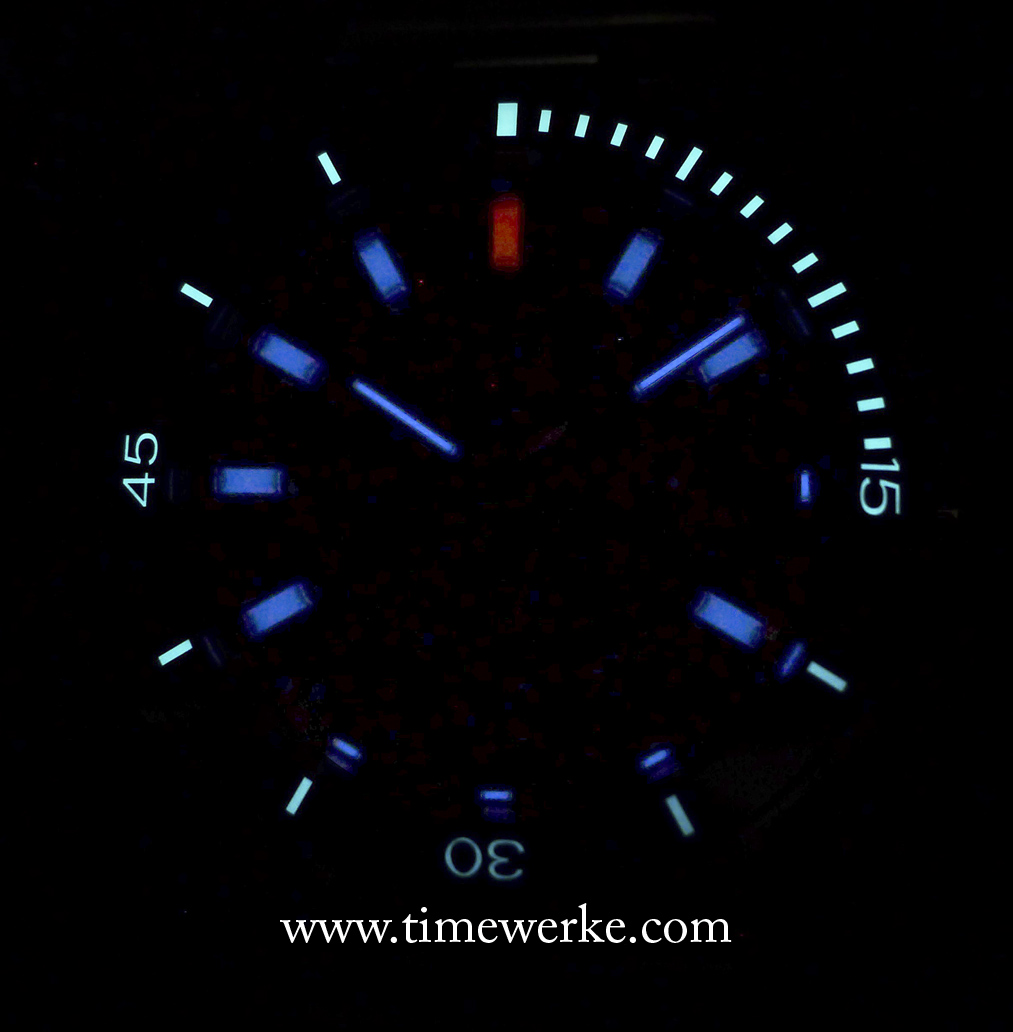 In total darkness, this is what the Ball for BMW TimeTrekker displays: the pastel creamy beige bar index at 12 o'clock is now red and the rest of the hour indexes are in blue, even for those at 3, 5, 6 and 7 o'clock as there are small micro-gas tubes there, close to the edge of the dial. Do note that there is only one long micro-gas tube bar index at 4 o'clock (even though it seems like there is a small one at the edge of the dial. We apologise but this was what came out in our photo). In total, there are 14 micro-gas tubes on the dial: 12 for each hour index and two for the hands: one each for the hour and minute hands. The sweep seconds hand does not have a micro-gas tube. Ideally, we think there ought to be one for the sweep seconds hand. The green luminescence come from the unidirectional bezel and these are emitted with charged SuperLuminova. Photo: © TANG Portfolio. Elfa / Timmy. 2016.