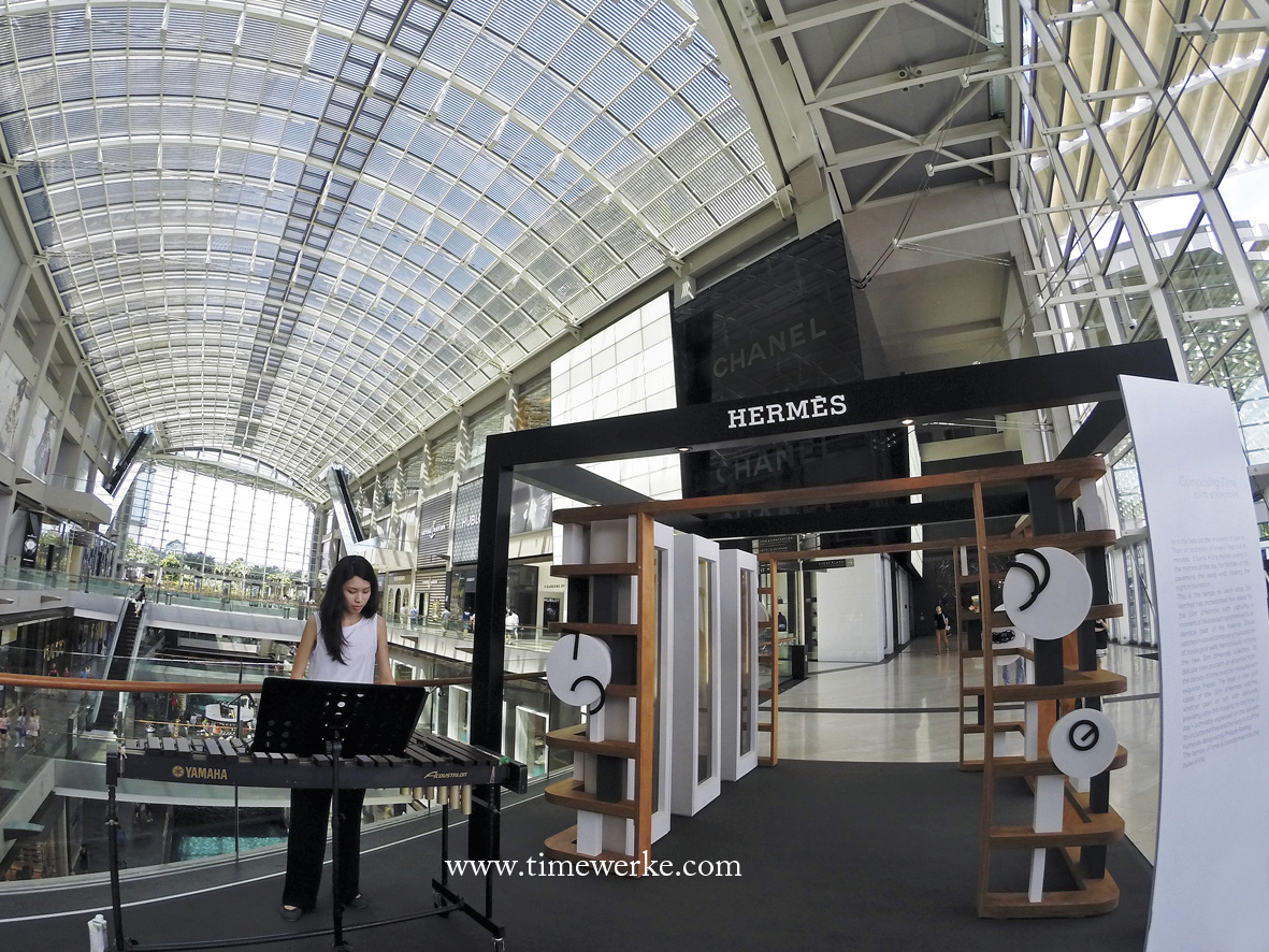 """The Orchestration of Time – An arrangement of the slim d'Hermès watches. This is the theme for the mini art installation for VIP guests of Hermès which is also open to the public. It began on 16 June 2016 and runs till 26 June 2016. Located at The Shoppes at Marina Bay Sands in Singapore, the art installation features videos by French multidisciplinary artist Eric Vernhes (commissioned by Hermès), clocks with """"mysterious"""" hands and displays of Slim d'Hermès timepieces. A xylophonist was also on hand to provide live music accompaniment. Photo: © TANG Portfolio. Timmy / Elfa. 2016 Marina Bay Sands."""