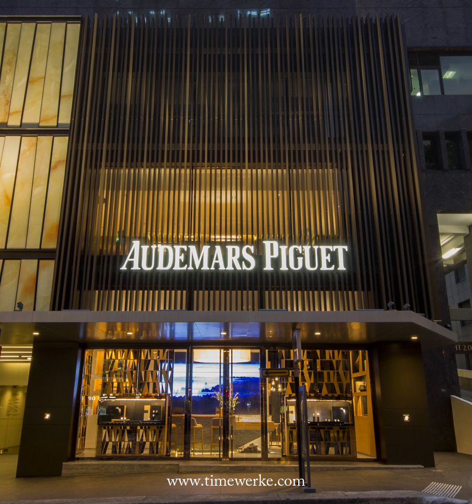 Audemars Piguet's flagship boutique in Singapore is located at Liat Towers. It has a ten-metre tall façade that covering three storeys of the building. The boutique was officially re-opened in May 2016. Photo: © Audemars Piguet.